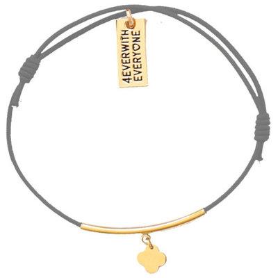 4everwitheveryone armbandje: staafje met klavertje grijs