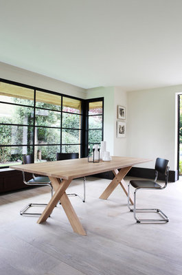 Ethnicraft dining table Pettersson oak